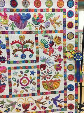 Large quilt Viewer Choice award winner